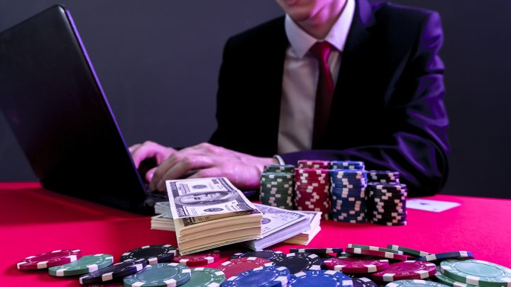 How are online casinos changing the gambling industry?